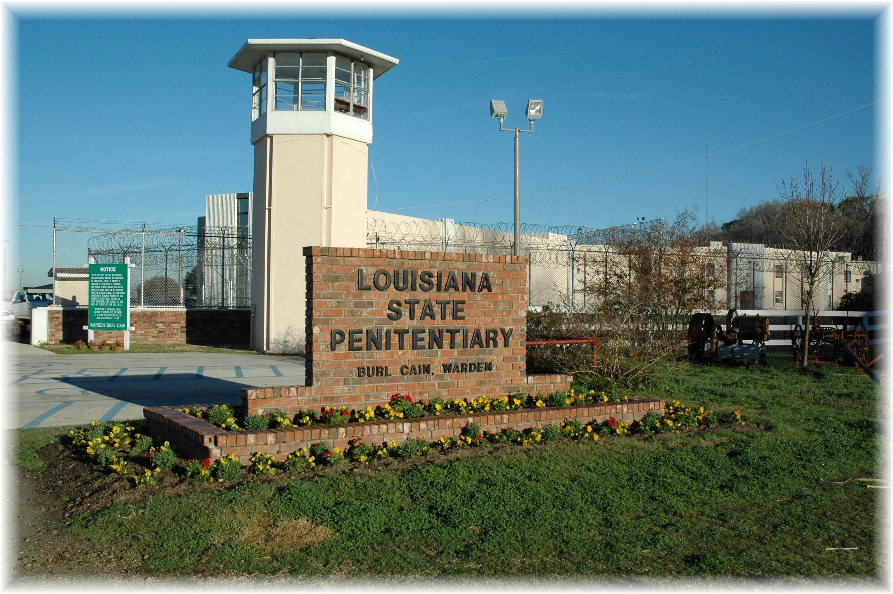 Louisiana Prisons Hire Troubled Doctors to Treat Aging